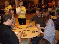 Każdy stolik ma sędziego, by wszystkie zagrania były zgodne z zasadami....